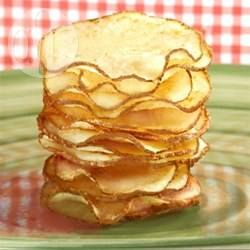 Domowe chipsy ziemniaczane @Allrecipes.pl http://allrecipes.pl/przepis/10822/domowe-chipsy-ziemniaczane.aspx