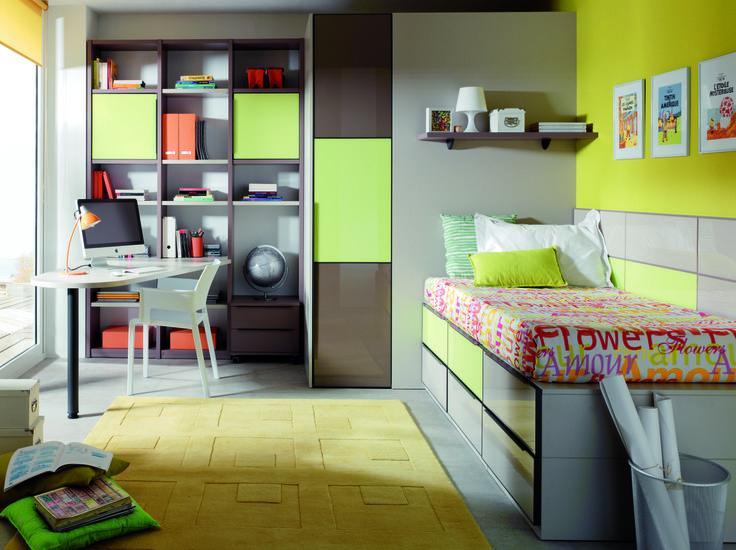 ¿Crees que el cuarto de un adolescente siempre parece una leonera? Mira cómo cambia con tonos neutros, estanterías espaciosas y zonas cerradas de almacenamiento. ¿Quieres más ideas? http://www.theroommadrid.com/juvenil