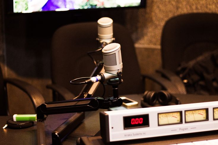Que si el tiempo, que si los invitados, que si el InstaReplay, todo lo que aprendí de la radio en seis meses como productora de Alestilo Radio