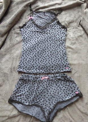 À vendre sur #vintedfrance ! http://www.vinted.fr/mode-femmes/tenues-de-nuit/31438836-pyjama-gris-a-coeurs-undiz