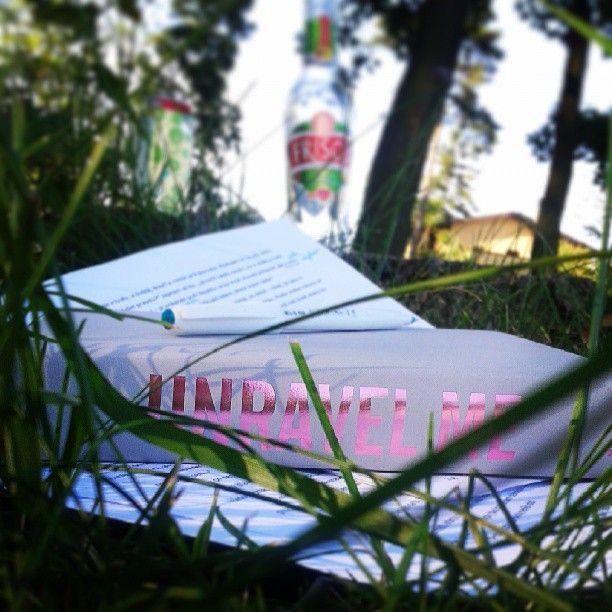 Tereza vyrazila s redakcí knížky Jsem zlomená zatím jen do parku... Dovolené už se nemůže dočkat! http://www.cooboo.cz/pripravujeme/jsem-zlomena