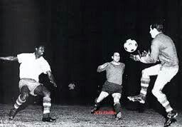 CD Nacional 0 Independiente 0 in Aug 1964 in Montevideo. CD Nacional goalkeeper Roberto Sosa catches the loose ball in the 1st Leg of Copa Libertadores Final.