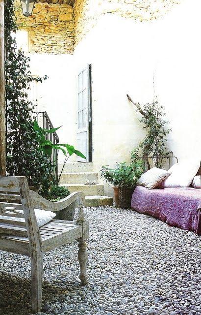 Querido Refúgio - Blog de decoração: Pátios e quintais encantadores e com pedra brita