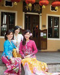nyonya kebaya batik sarong della ong singapore