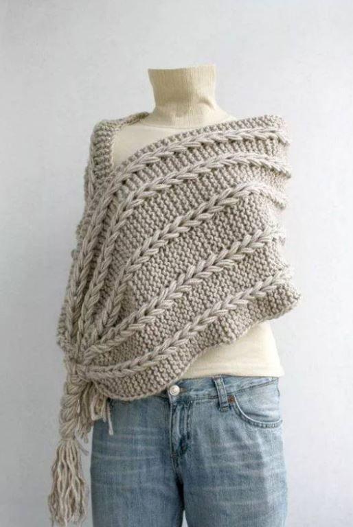 Sin patrón. Punto bobo de dos agujas y las trenzas tejidas a crochet, se puede elaborar coe edtambre capullo a dos hebras, queda elegante y abrigador