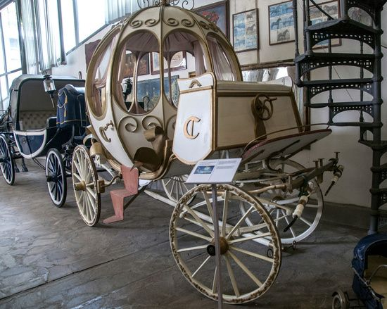 "Medieval commemoration at the Exhibition of Vintage Carriage in Rome, first in Italy for number of copies available to more than 150 sedans and coupes and 800 landau. There is also the coach of Princess Sissi, military tanks and fire, that of Cinderella and vehicles appeared in famous movies like ""Ben-Hur"" and ""Gladiator"""