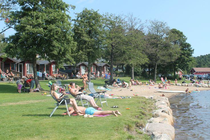 Du trenger ikke reise til Syden i sommer for ligge i en solstol og bade i sjøen
