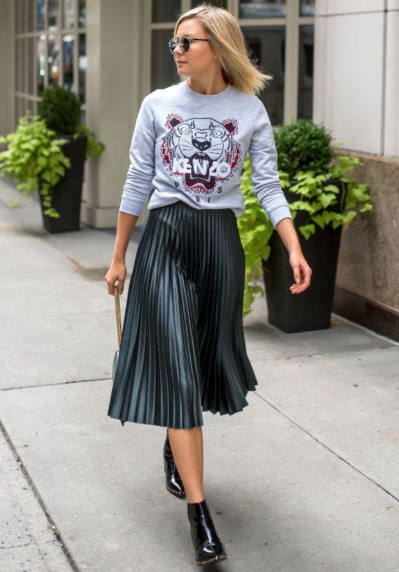 eed05103f4 ZARA BNWT dark green pleated midi Skirt TOP Bloggers SIZE XS #Zara  #PleatedKilt