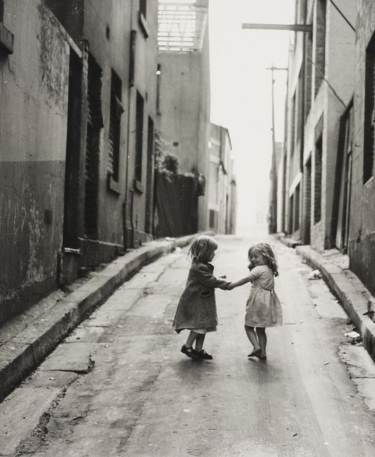 +~+~ Vintage Photograph ~+~+  Children playing in the slums of Sydney.  Ted Hood 1949.