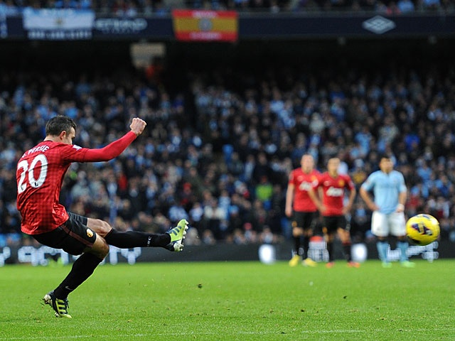 van Persie strikes the free-kick to score the winner vs local rivals Manchester City.
