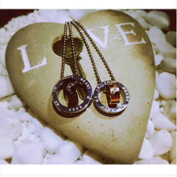 Par halsband.  Alla hjärtans dag,  Valentin ♥