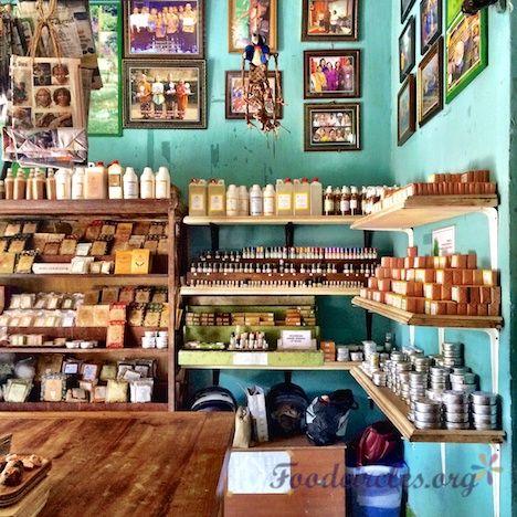 Nadis Herbal Shop in Ubud, Bali http://www.foodcircles.org/2014/11/28/jamu-kunyit-balinese-curcuma/