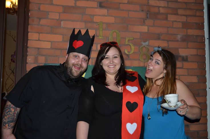 Alice w the queen and king of hearts