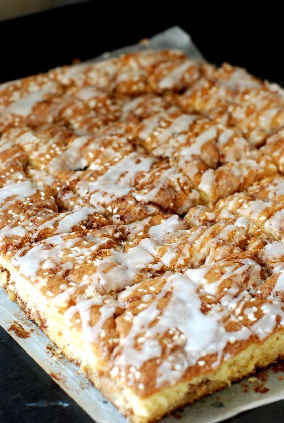 Saftig sticky äppelkaka