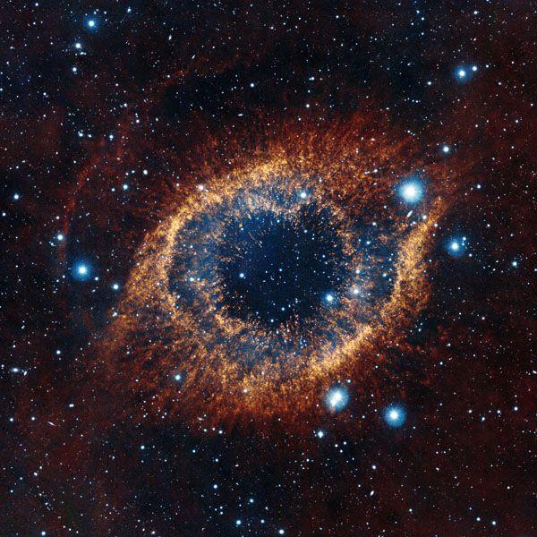 La nébuleuse planétaire de l'hélice vue par le télescope VISTA de l'ESO en 2012.