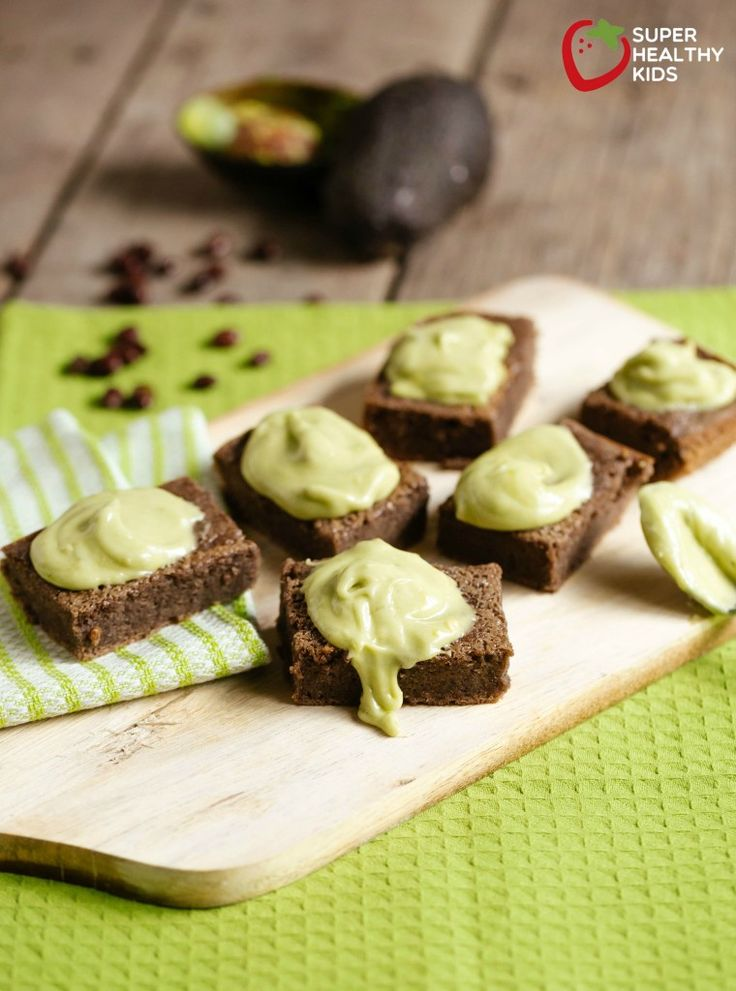 Black Bean Brownie Recipe and Dye-free Green Frosting | Healthy Ideas for Kids
