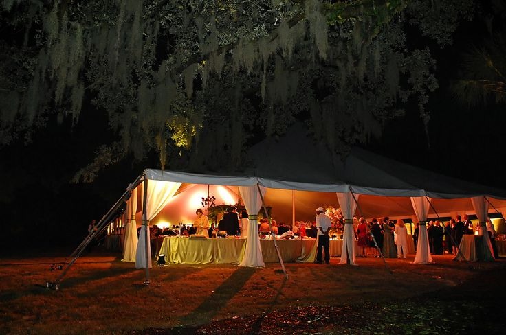 Incredible live oak trees covered in Spanish moss at Yeamans Hall Club. | Over The Moon #OTMWeddings