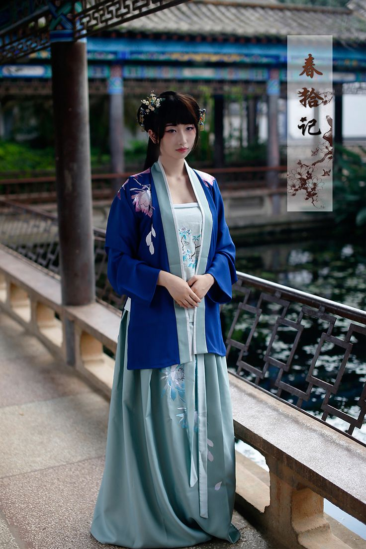 A beautiful hanfu design with a blue bei-zi   褙子, a jacket-like outerwear. The lotus motif reminds me of a peaceful spring in a traditional Chinese garden #Chinese_Culture