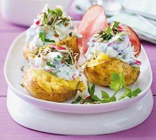 Das Rezept für Ofenkartoffeln mit Feta-Joghurt und weitere kostenlose Rezepte auf LECKER.de