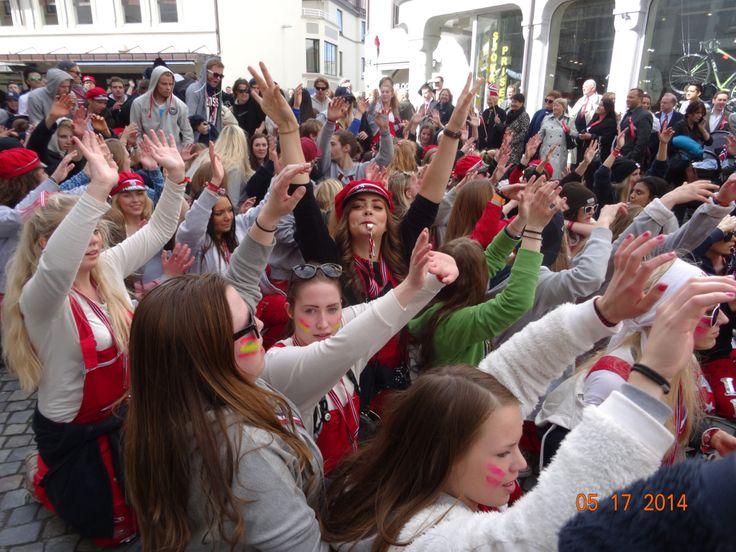 Día nacional de Noruega, 17.5, festejado por los bachilleres/ Elena/