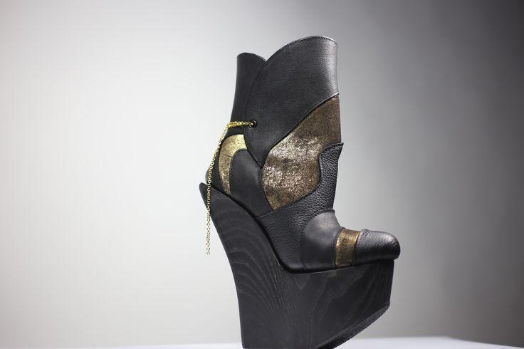 Kultakenkä! High heels!