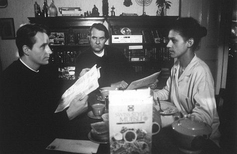 Still of Linus Roache, Cathy Tyson and Tom Wilkinson in Priest (1994)