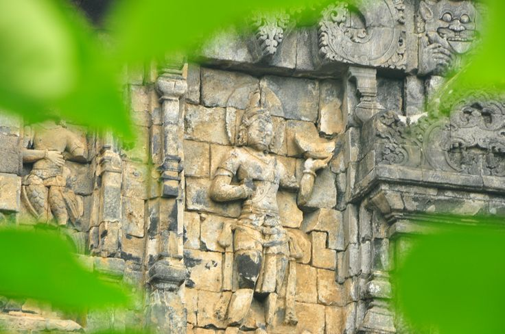 Sculpture on the outside of Candi Sari - copyright architectureofbuddhism.com - read the travel diary at http://architectureofbuddhism.com/books/temples-borobudur-region-travel-diary-day-one/