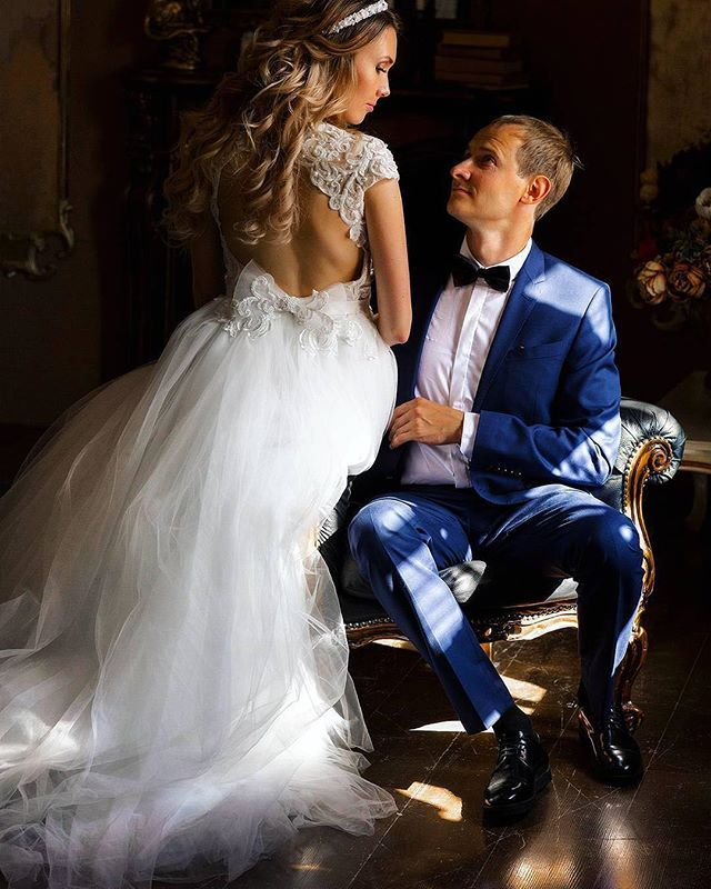 """""""И опять хочу рассказать о свадебных традициях... 🙏🏻💕💕 Знаете ли вы, друзья, старинную английскую примету, по которой на свадьбе у невесты должно быть что-то новое, старое, взятое взаймы и голубое. Что же означает каждый из пунктов? ❤️что-то новое символизирует удачу и успех в новой жизни девушки. Обычно новой вещью является само свадебное платье. 💚 что-то старое означает связь с прошлым невесты и её семьей. Обычно это что-то из семейных драгоценностей или какая-то вещь, переходящая по…"""