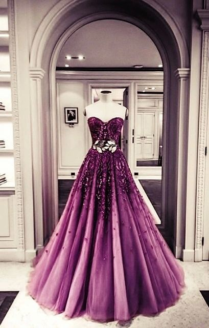 Beautiful Women's Gown For Special Occasion.