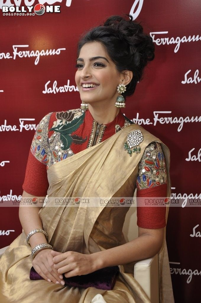 http://www.bollyone.com/wp-content/uploads/2012/12/Sonam-Kapoor-Shoes-Launch-18.jpg