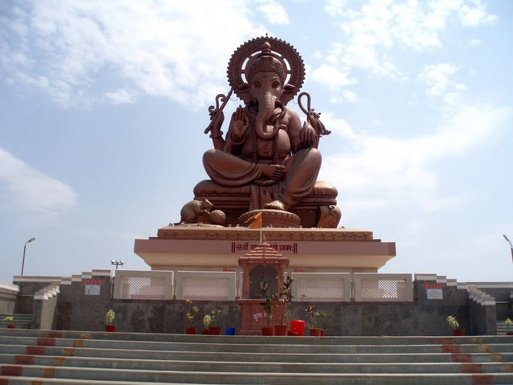 Shri Ganesh #Temple #Jodhpur is situated on hill the place is made in ancient time & Dedicated to Lord Ganesha. Ganesh Temple is home to an eight feet high and five feet wide idol of #Vinayakji, other name of Lord Ganesh.The place is very #beautiful and peaceful. Many #devotees #visit this place for pray to #LordGanesha. #ratanada #AncientTemple #ganeshmandir #prayers #LordOfHindus