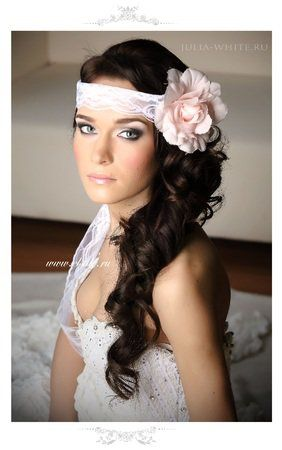 свадебные прически на длинные волосы с накладными прядями и цветком