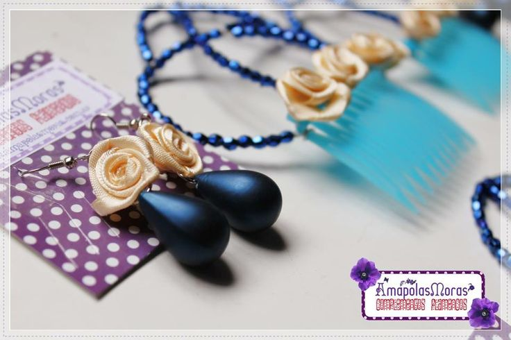 """Un Conjunto personalizado! Aros de gotas azul opaco y flor crema con Peinetones modelo """"Felicitas"""" en azul y crema :)Vos también podés crear tu propia combinación! AmapolasMoras - Complementos Flamencos"""