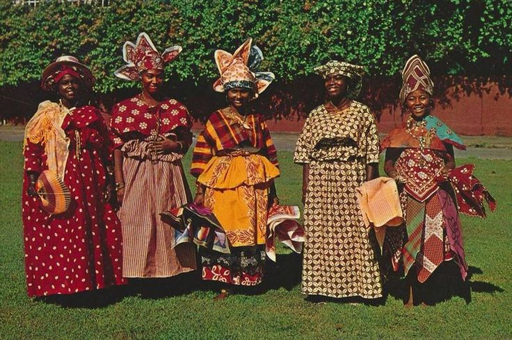 Surinaamse klederdracht. Surinamese traditional clothes
