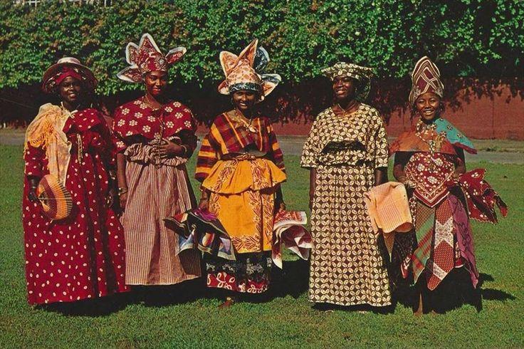 Surinaamse klederdracht. Surinamese traditional clothes