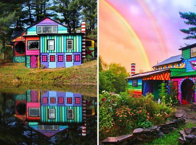 Яркий, цветной, психоделический разрисованный дом взрывается буйством красок. Прекрасный пример как можно разрисовать стены дома. Фотографии и описание.