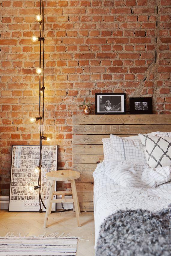 ideia cabeceira, criado mudo e parede de tijolos