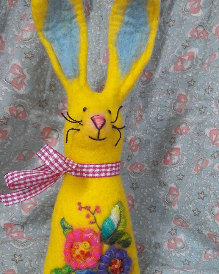 Easter bunny #felting #wetfelting #filcowanie #filcowa #wool #felt #filzen #feltbunny #easter #ostern You can buy it in my Shop, see in my profile 💜🌞🐦😄