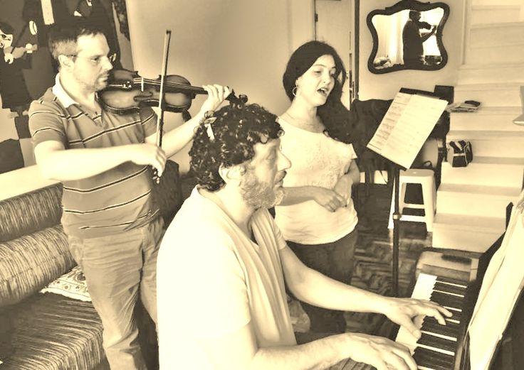 """Apresentação de """"Herança dos Cantos Judaicos"""" será neste domingo, 17/5, no clube Hebraica, e mostrará versões de clássicos da música judaica. Na foto: Daniel Szafran, Sonia Goussinsky e Alexandre D'Antonio."""