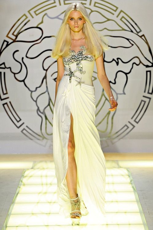Versace | She sells sea shells…