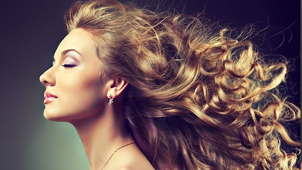 Uzun ve sağlıklı saçlara sahip olmanın doğuştan gelen bir özellik olduğunu sanıyorsanız yanılıyorsunuz. Herkesin uygulayabileceği çabuk saç uzatma yöntemleri de var. İşte bunlardan birkaçı...