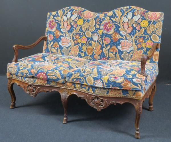 Canapé à deux places provençal d'époque Louis XV en bois naturel sculpté de [...], Mobilier d'un Château des Deux Savoie (succ. de Mr X.) et à divers à Boisseau-Pomez | Auction.fr