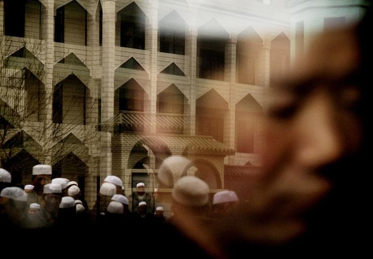 Paolo Pellegrin. CHINA. Qinghai province. Town of Xining. Friday prayers at the Great Mosque. 2005