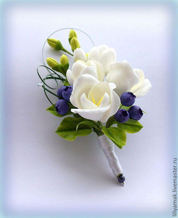 Купить бутоньерка для жениха - бутоньерка для жениха, свадебные аксессуары, бутоньерка, фрезия, черника, ягоды, свадьба