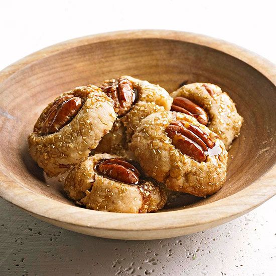 Browned Butter Pecan Sandies from Better Homes and Gardens --- yummy!Garden Ideas, Yummy Desserts, Christmas Cookies, Recipesbrown Butter, Pecans Sandy, Bhgs Newest, Sandy Recipe, Cookies With Pecans, Butter Pecans