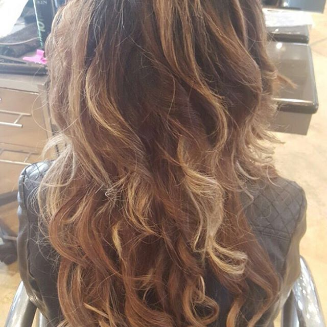 Loving this clients ombrè look! Created using #4 Maple from our clip in range and coloured using redken blonde glam! #hair #clipinhairextensions #hairextensions #longhairgoals #hairextensionsspecialist #queenbhairextensions