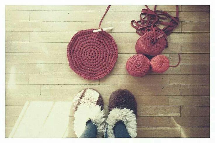 Inicio de alfombra de trapillo. Punto bajo, alfombra circular por Umi e.