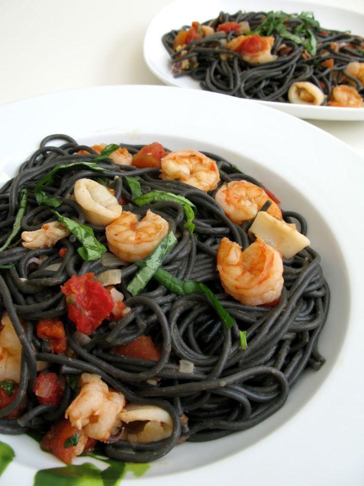 Food Makes Me Happy: Spaghetti al Nero di Seppia - Squid Ink Spaghetti