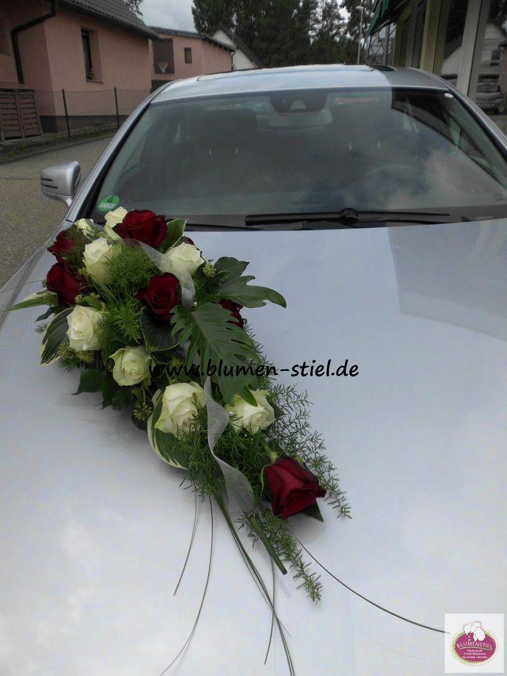 Langliches Autogesteck In Rot Weiss Mit Rosen Besonderem Grun Und Grasern Hochzeit Autoschmu Autoschmuck Hochzeit Hochzeit Blumenarrangements Hochzeit Auto