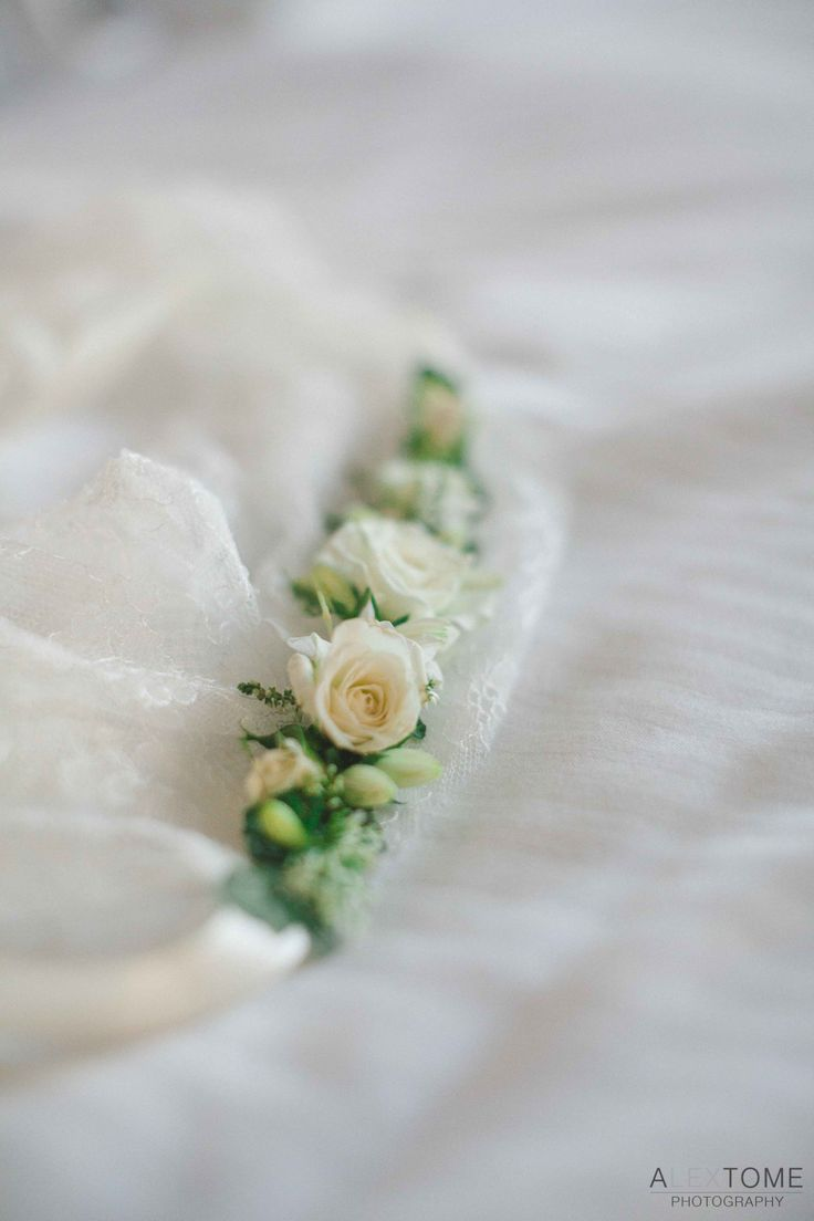 little crown detail- Bride Veil- little flowers-pic by @AlexTomePhotography